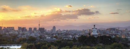 Solnedgången av Beihai parkerar i Peking Arkivbild