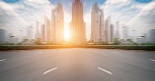 Solnedgången av de upptagna vägarna royaltyfri foto