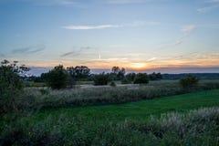 Solnedgången bland betar Royaltyfria Foton