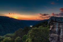 Solnedgången från Raven Rock, tunnbindare vaggar tillståndsskogen arkivbilder