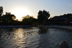 Solnedgången i Baihai parkerar royaltyfria foton