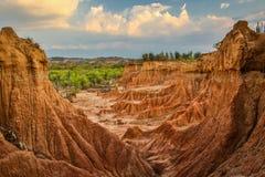 Solnedgången i den Tatacoa öknen i Colombia Royaltyfri Foto