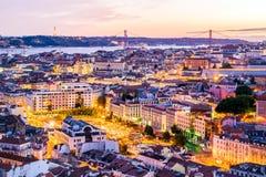 Solnedgången i Lissabon från Senhoraen gör den Monte synvinkeln Arkivbilder