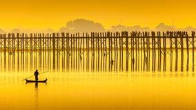 Solnedgången i U Bein överbryggar, Myanmar Fotografering för Bildbyråer
