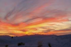 Solnedgången i vita sander deserterar arkivbilder