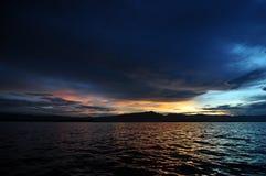 Solnedgången och sjön Royaltyfri Foto