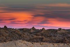 Solnedgången och vaggar i den Atacama öknen Fotografering för Bildbyråer