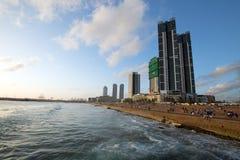 Solnedgången på Gallen vänder mot beachfront stads- parkerar område i Colombo Sri Lanka fotografering för bildbyråer