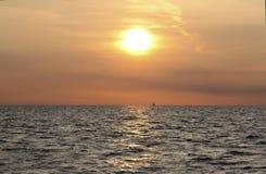 Solnedgången på havet Arkivfoton
