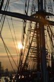 Solnedgången på seglar 2015 i Amsterdam Arkivbilder