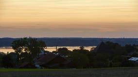 Solnedgången på sjön Starnberger ser i Bayern, Tyskland stock video