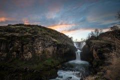 Solnedgången på White River faller Oregon Arkivbilder