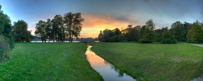 Solnedgången parkerar Schloss Babelsberg Royaltyfri Foto