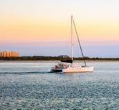 Solnedgången seglar på den Ponce fyrbryggan i Florida royaltyfri fotografi