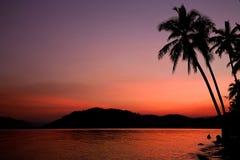 Skymning i stranden Royaltyfri Bild
