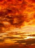 Solnedgången tänder arkivbild