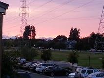 Solnedgången vårdar in staden Royaltyfria Foton