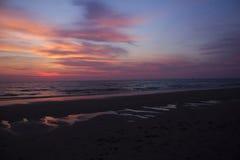 Solnedgångfärger på stranden Texel Arkivfoton