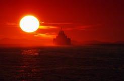 Solnedgångfärja Arkivbild