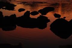 Solnedgångflodstenar Fotografering för Bildbyråer