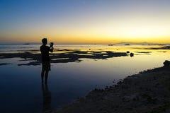 Solnedgångfotografi på ösemester Arkivbild