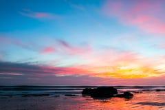SolnedgångHandrys strand arkivbild