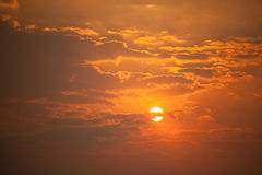 Solnedgånghimmel med molnet Arkivbilder