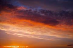 Solnedgånghimmel som bakgrund Ljus horisont Fotografering för Bildbyråer