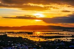 Solnedgånghimmelcityscape, landskap Royaltyfri Fotografi