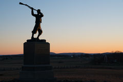 Solnedgångkontur på den Gettysburg medborgareslagfältet Arkivbild