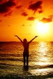 solnedgångkvinna Royaltyfri Bild