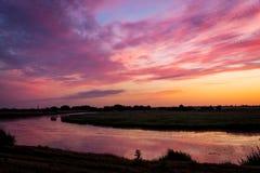 Solnedgånglansdcape på floden Arkivfoton