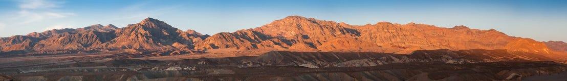 Solnedgångljus på kullarna i Death Valley Fotografering för Bildbyråer