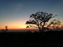 Solnedgångljus på slutet av himlen, kontur Royaltyfri Bild