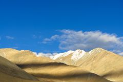Solnedgångljuset på berget på Ladakh Indien Royaltyfri Bild