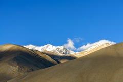 Solnedgångljuset på berget på Ladakh Indien Royaltyfria Bilder