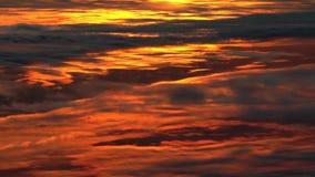 Solnedgångmoln, flyg- längd i fot räknat. stock video