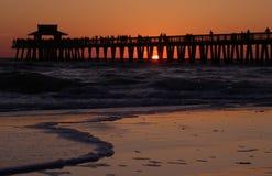 Solnedgångnaples pir Arkivbilder