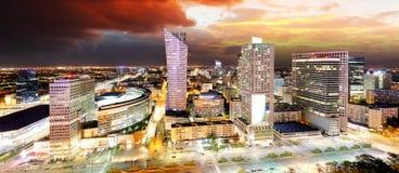 Solnedgångpanorama av Warszawa, huvudstad av Polen, Europa fotografering för bildbyråer