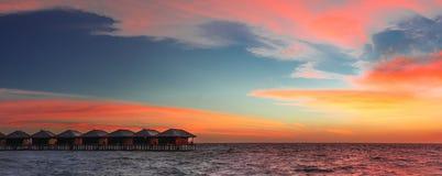 Solnedgångpanorama på Maldivernaen Royaltyfri Fotografi