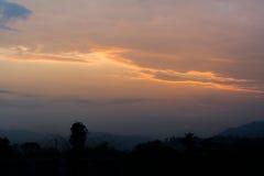 Solnedgångperiod i Itanagar, Arunachal Pradesh, Indokina gräns Arkivfoto