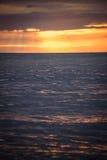 Solnedgångreflexion i havet Arkivfoton