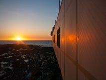 Solnedgångreflexioner på den Aberystwyth pir Royaltyfria Bilder