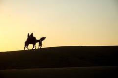 Solnedgångsikt av öknen Arkivfoton