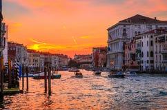 Solnedgångsikt av berömda Grand Canal i Venedig, Italien Arkivfoto