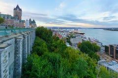 Solnedgångsikt av chateauen Frontenac och lägre stad, Quebec City arkivbilder