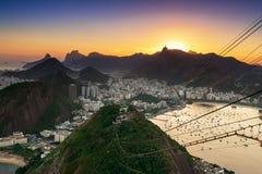 Solnedgångsikt av Corcovado och Botafogo i Rio de Janeiro Arkivbilder