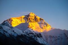 Solnedgångsikt av den Everest toppmötet Arkivfoto