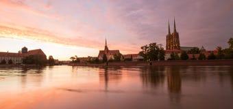 Solnedgångsikt av den WrocÅ 'en aw i Polen royaltyfria foton