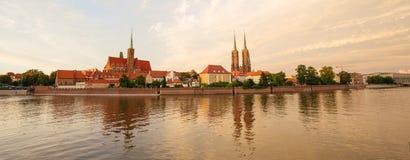 Solnedgångsikt av den WrocÅ 'en aw i Polen fotografering för bildbyråer